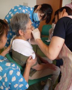 訪問診療口腔ケアの講習
